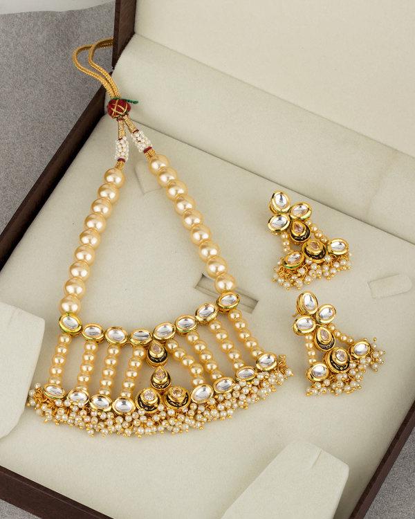 47181fb92e7a3 Utsav Elegant Pearl Kundan Necklace Set