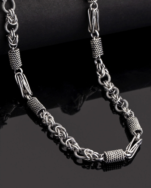 e8b2080e1 Linking Laureate Men's Oxidised Silver Chain | VOYLLA Fashions